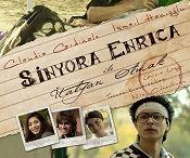 Sinyora Enrica ile İtalyan Olmak / İtalya'ya dil öğrenmek için giden Ekin'in başına gelenlerin hikayesi. Birçok festivalden ödüllerle dönen 'Sinyora Enrica ile İtalyan Olmak' dünyanın en ünlü aktrislerinden Claudia Cardinale'yi de içeren oyuncu kadrosuyla 2011′in en önemli yapımlarından birisi olmuştu. http://filmpot.com/tr/film/sinyora-enrica