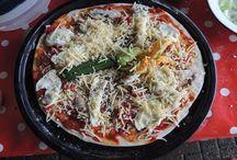 Bakhuussie / Voorheen was menig boerderij of buurtschap in bezit van een bakhuisje, stookhok of een bakspieker waar o.a. brood en koek in werd gebakken. Met een knipoog naar vroeger hebben wij op boerderij 't Noordland dit oude gebruik in ere hersteld en op 't erf het Bakhuussie geplaatst om o.a. pizza's te bakken voor onze gasten