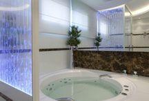 Banheiro spa / Já pensou ter seu próprio spa em casa? O banheiro spa surge como uma forma de trazer conforto através da decor ao ambiente!