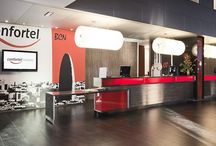 Confortel Barcelona  / En la antigua área industrial de Poblenou y hoy en día enclave de ubicación para las más innovadoras empresas, hemos creado un concepto de hotel adecuado al nuevo distrito tecnológico. Te sorprenderá su estilo moderno, acogedor y funcional. / por Confortel Hoteles