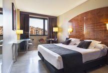 Hotel Acta City47 / El Acta CITY47 está situado en Barcelona, dispone de 80 habitaciones que aúnan comodidad y funcionalidad. La arquitectura del edificio, en la que destaca el hall totalmente acristalado y diáfano, es una muestra del estilo innovador y vanguardista.