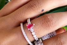 Anéis Juliana Rocha Semijoias / Os mais belos anéis folheados com banho de ródio, ródio negro e ouro. Semijoias elegantes de alta qualidade e acabamento, perfeito para mulheres exigentes que procuram peças inspiradas em jóias. Dê brilho para suas mãos.