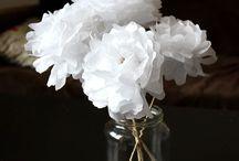 fleurs en matériaux divers