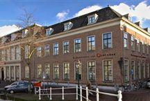 Het Rijksmuseum van Oudheden / Het Rijksmuseum van Oudheden is opgericht in 1818, in eerste instantie als 'archeologisch kabinet' van de Universiteit Leiden. In de negentiende eeuw groeide de collectie met vooral voorwerpen uit de Klassieke Oudheid en het oude Egypte. Sinds 1 juli 1995 is het museum een zelfstandige stichting die het archeologische deel van de rijkscollectie beheert en tot taak heeft deze voor een groot publiek toegankelijk te maken