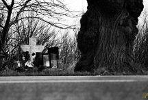 Gegen das Vergessen / Wir erleben es immer wieder das Familienmitglieder, Freunde oder Kollegen im Straßenverkehr tödlich verunglücken. Die Trauer liegt nach solch ein Unglück sehr schwer und die ein oder anderen stellen am Ort des Unglücks ein Kreuz auf. Viele fahren vorbei und beachten diese erst gar nicht, so dass die Personen die dort verunglückt sind schnell in vergessenheit geraten.