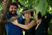 FANG / Coordinació: Joanot Cortès, Gal·la Miserachs i Marta Sureda | Busquem un retorn als orígens, una enfangada col·lectiva. Sentim passió per l'artesania, per tot allò que  es modela amb les mans i ens connecta amb la terra  i els elements essencials. Oferim una xarxa de professionals de la comunicació per a totes les fases de projectes  professionals o artístics. www.fang.cat