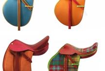 Moda i akcesoria // Fashion and accessories / Jeździecka moda, sprzęt jeździecki oraz gadżety // Equestrian fashion, horse riding gear and gadgets