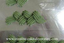 decoraiting cake
