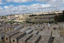 Israel 2017 / Se spune ca atunci cand Dumnezeu a facut lumea au venit pe rand la El toate popoarele si I-au cerut sa le dea un loc unde sa traiasca.Si Dumnezeu a dat fiecarui popor cate o tara minunata. La sfarsit au venit si evreii,dar teritoriile fusesera deja impartite asa ca Dumnezeu a luat un colt de Rai si l-a aruncat pe Pamant.Astfel s-a nascut Tara Sfanta,Israelul.