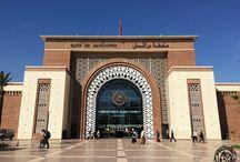 Marrakech - La Ville Rouge / Ce printemps, je me rends au Maroc pour la 4ème fois. L'occasion pour moi de découvrir sa ville la plus célèbre, Marrakech. Surnommée la ville rouge, située au pied des montagnes de l'Atlas, Marrakech est la quatrième plus grande ville du Maroc, et l'une des 4 anciennes capitales impériales du Royaume.
