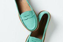 weirdrobe | footwear / by Krystal Peralta