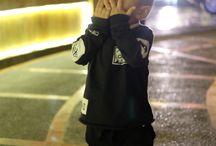 Kids style / xo-tshirt   black shorts   converse shoes