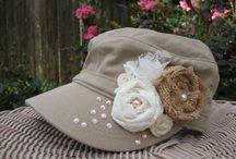 Hatut ja ruusukkeet
