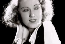 Fay Wray / Vina Fay Wray (September 15, 1907 – August 8, 2004) was a Canadian actress most noted for playing the female lead in the 1933 film King Kong as Ann Darrow.