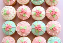 Food - Cupcakes that Inspire / by Linda Christensen