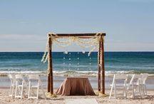 Casamento na Praia / Essa pasta é perfeita para quem sonha com um lindo casamento na praia, aqui você vai encontrar muitas dicas e inspirações para os casais que tem esse desejo de se casar na praia!