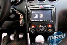 Radios instaladas en Miami Center Chile / Sección dedicada a fotos de vehículos con radios nuevas instaladas en nuestro local comercial. Sistema de radios aftermarket y el atributo de conservar mandos desde el volante.