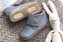 Bisgaard / Nydelige sko i fantastisk kvalitet fra Bisgaard. Vi har både tøfler, de første gåskoene, sandaler,  støvler med og uten fôr samt vinterstøvler med ull :) Fantastiske sko til enhver anledning!