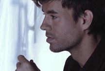 Enrique / New blue ribbon in your hair... like your're so sure I'll be standing there.""