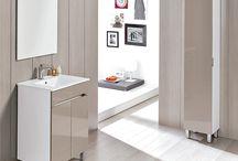 Benissa Collection, by Royo / BENISSA est proposée en trois finitions haute brillance marquée par les tendances actuelles: blanc, gris clair et marron. Des coloris qui donnent de l'amplitude et de la luminosité à votre salle de bains.