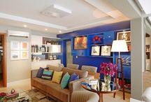 Salas de estar / Procura ideias de quadros, tapetes, tendências para 2018 para pintar as paredes da sua sala de estar? Ou então quem sabe uma mesa de centro e ideias de sofás e poltronas? Aqui você encontra inspirações para salar de estar de todos os tamanhos e estilos!