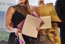 """Finale Frankfurt Style Award 2015 / Gleich sieben Jungdesignerinnen unserer Stuttgarter und Mannheimer Modeschule hatten sich mit ihren eindrucksvollen Entwürfen und Modellen für den Frankfurt Style Award 2015 zum Motto """"PIONEERING DESTINY"""" für das große Finale am 05.09.2015 im Fraport-Forum am Frankfurter Flughafen erfolgreich qualifiziert."""
