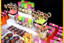 Neon Party Ideas / ❤ ❤ ❤   For Birthday Party Ideas : www.birthdaypartyideas4u.com  ❤ ❤ ❤   For  FREE Printable Games, Decorations : www.magicalprintable.com/freebies  ❤ ❤ ❤