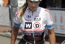 girl cycling's