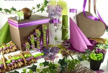 Décoration de table verte et aubergine  / Un défilé de saveurs et de senteurs avec cette table mêlant couleur aubergine, imprimés raisins et décorations sucrées !