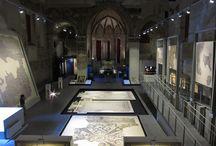 TAMO. Tutta l'avventura del mosaico - Ravenna / TAMO, allestito nella suggestiva chiesa di San Nicolò, è un museo innovativo, versatile e multiforme che racconta la storia affascinante del mosaico attraverso sette percorsi tematici, spaziando da reperti antichi, tardo antichi e  medievali fino ad arrivare alle produzioni di artisti contemporanei, con l'ausilio di allestimenti interattivi, multimediali e soluzioni tecnologiche avanzate, particolarmente adatti ad un pubblico giovane.