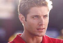 """Jensen Ackles""""Jason Teague"""" Smallville / Je suis fan de Jensen Ackles dans tous la saison 4 de Smallville,il joue super bien aussi il faut savoir que son personnage """"Jason Teague"""" meurt parce que Jensen Ackles à obtenue le rôle de sa vie """"Dean Winchester"""" dans Supernatural.Je suis une grande fan de Jensen Ackles.❤Miss Dean/Jason"""