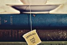 L'heure du THÉ et de la BOUQUINERIE ! / Tasses de thé, théières, bouquins et lecture, l'heure du thé...