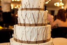 wedding cakes / by Kasey Shae Tambellini