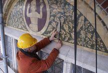 Restauratieprojecten / Regelmatig wordt de Albarello ingezet bij restauratieprojecten. Voor particulieren, maar ook voor grote opdrachtgevers. Van begin tot eind worden onze tegels, stenen, dorpelstenen en andere beeldbepalende elementen in eigen fabriek gemaakt. Hierdoor kunnen we maatwerk leveren en originele tegels nauwkeurig en op ambachtelijke wijze namaken of bijmaken.