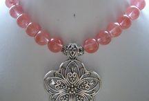 neck laces with pendants