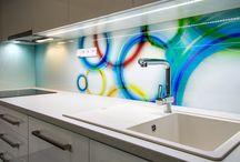 Designová kuchyně s grafosklem / Při realizaci změny interiéru jsme v kuchyni využili grafosklo, které je hlavním prvkem