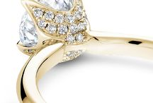 Go for the Gold! / Sunny yellow gold to brighten your day