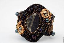 Мои браслеты и другие украшения. / Мои вышитые украшения из бисера и камней.
