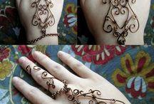 henna bracelet