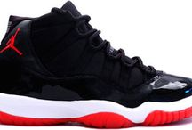 Air Jordan 11 red black