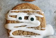 Halloween Recipes, Crafts and Ideas / All things Halloween! Recipes, snacks, party treats, gift bag ideas, fun kid approved candy and desserts. Great ideas for your Halloween party food!