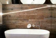 łazienki projekty / łazienka, wanna, drewno, heksagonalne płytki kamienne, bateria kaskada, szkło