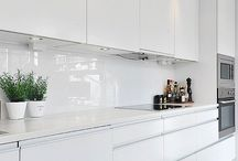 White kitchens cabinets