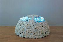 Арте Повера / Круг художников, работавших в Италии второй половины 1960х годов. Группа широко использовала повседневные материалы, от овощей до тряпья, название также указывало на разрыв с социально-культурными традициями и условностями. Mario Merz