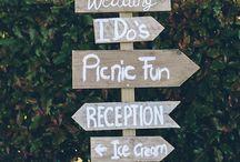 Drogowskazy // Wooden wedding sign