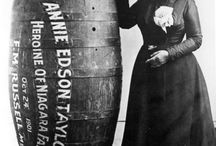 Äventyr / Annie Edson Taylor (October 24, 1838 – April 29, 1921) was an American adventurer who, on her 63rd birthday, October 24, 1901, became the first person to survive a trip over Niagara Falls in a barrel.[1]
