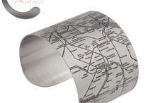 DESIGNHYPE / Bracelets, manchettes en acier représentant des plans de métro des villes Paris, Londres, New York , Brooklyn, Los Angeles