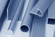 Profile / Fensterbankabschluss · Flachleisten · Flügelabdeckprofile · Haustürschwellen · Regenschutzschienen · Rollladenführungen · Rollladenprofile · Winkel · Zusatzprofile