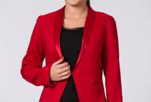Cum asortezi sacoul roșu / Cum poți asorta sacoul roșu de la daMes? Uite câteva idei.