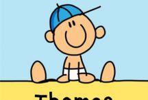 Geboortekaartjes Babette Harms / Herinner je je nog de tekeningen die je als kind maakte? Dit soort kindertekeningen zijn voor Babette een grote onuitputtelijke inspiratiebron. Tijdens haar tijd op de Kunstacademie verkocht ze al zelfgeschilderde t-shirts met haar kindertekeningen met opzettelijk 'fout' gespelde naam als: koei, sjiraf, weps, et. Met de eerste wenskaarten in 1993 kwam er meer bekendheid. De geboortekaartjes in deze stijl zijn sinds kort exclusief verkrijgbaar bij Koningkaart.